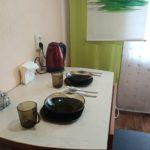 На кухне обеденный стол.